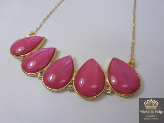 Maxi colar dourado com pink, pink, rosa, maxi colar com pedra rosa, detalhes em strass, comprar, venda online, acessórios, verão2013