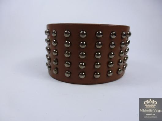 Bracelete de couro com taxas, bracelete couro, bracelete marrom, bracelete com taxas, comprar, venda online, loja online de acessorios