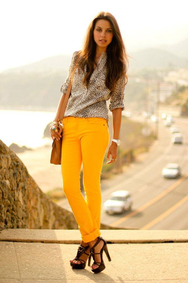 Calça amarela, look com amarelo, calça colorida, como usar, look para verão