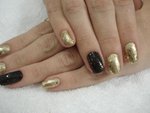 Dourado e preto, unha da semana, glitter dourado, filha unica preta, fashion, estilo